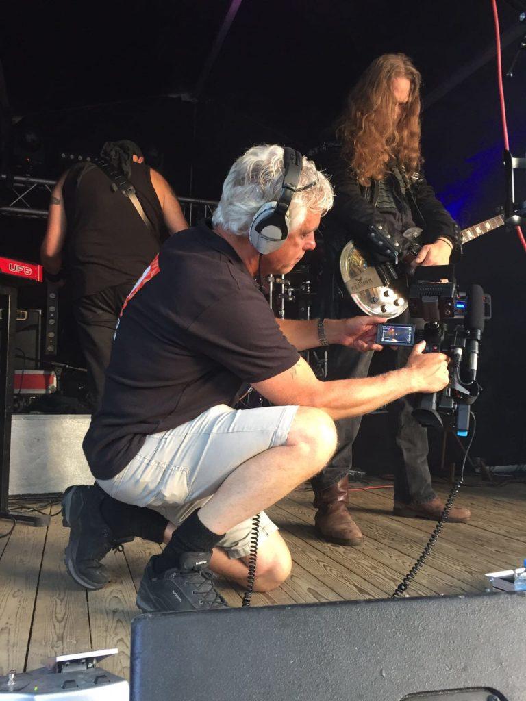 Gert-Frank aan het filmen bij Hoekstock festival